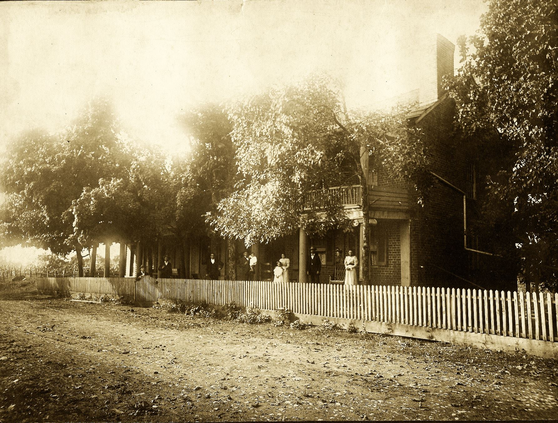 Historic photo of the exterior of the Campbell Station Inn taken in 1898